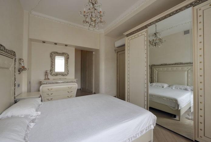 шкаф-купе в интерьере спальни в классическом стиле