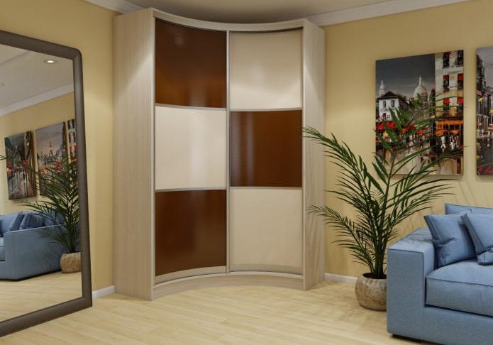 Шкаф распашной в гостиную во всю стену