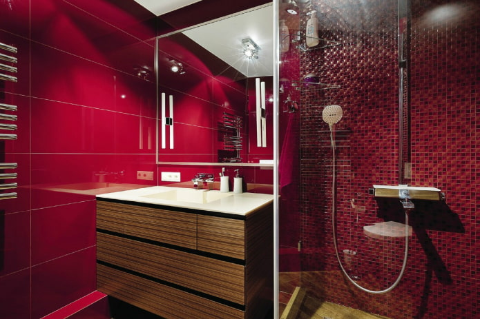 ванная комната в красных оттенках