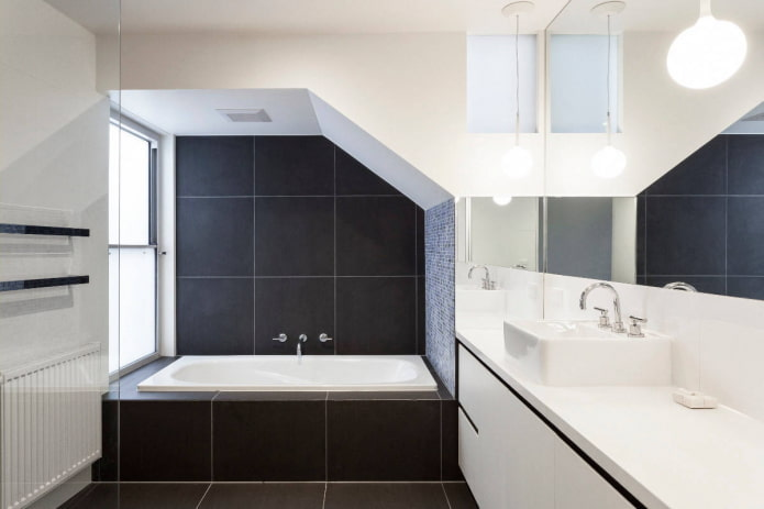 черно-белая ванная с нишей