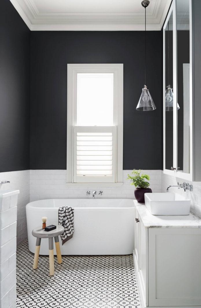двухцветная стена в ванной