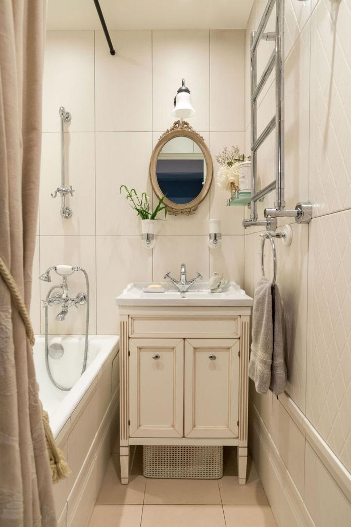 Вертикальная плитка в маленькой ванной