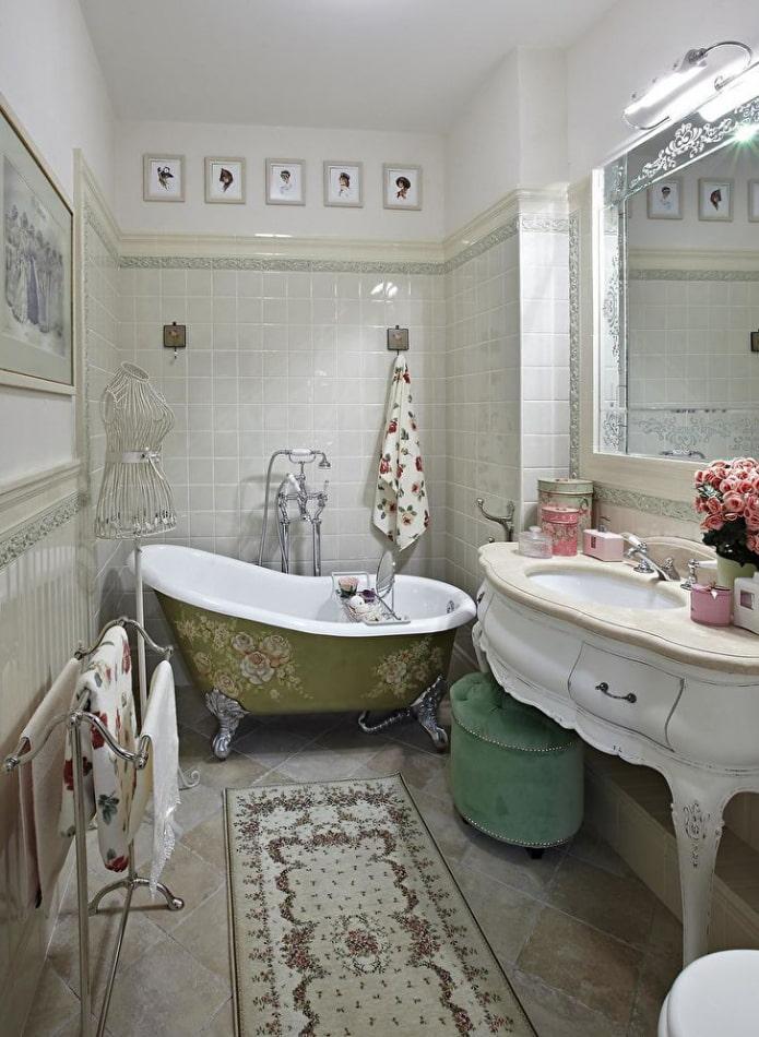 Ванна на ножках с росписью