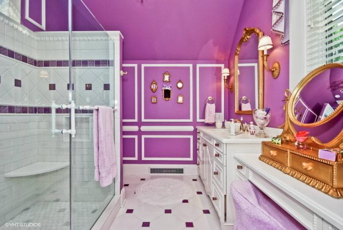 фиолетовый потолок и стены