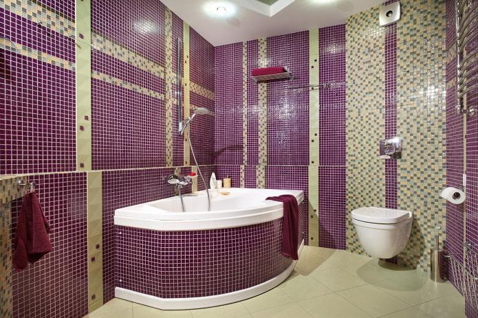 угловая ванна отделанная мозаикой