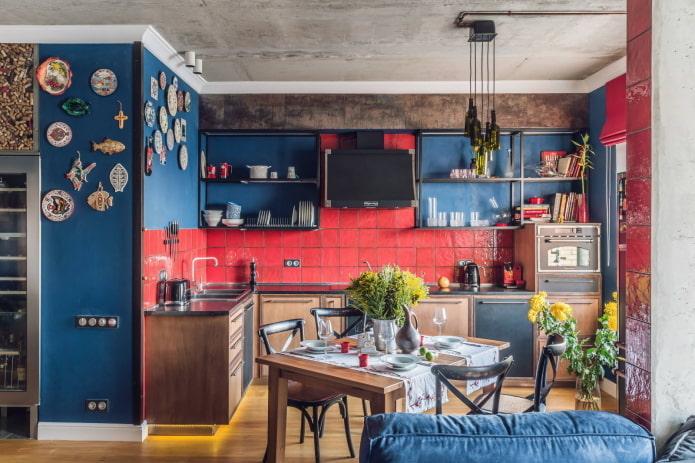 Красно-синяя L-образная кухня