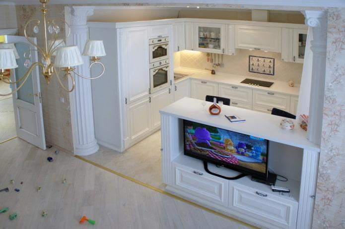 Кухня с телевизором в барной стойке