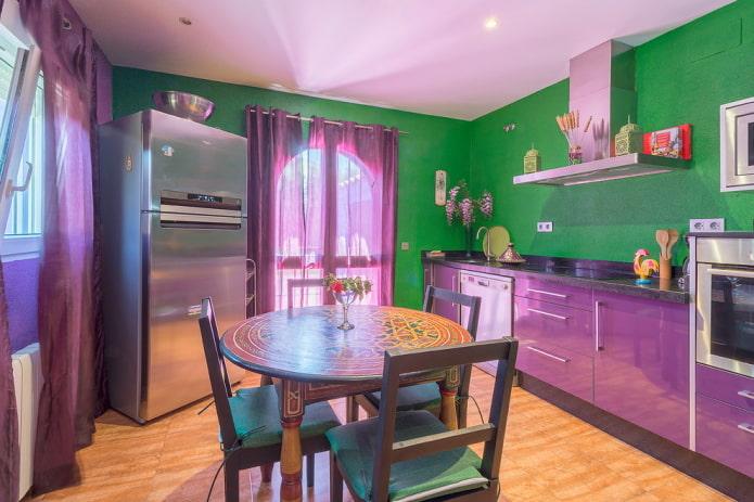 дизайн кухни в фиолетово-зеленых тонах