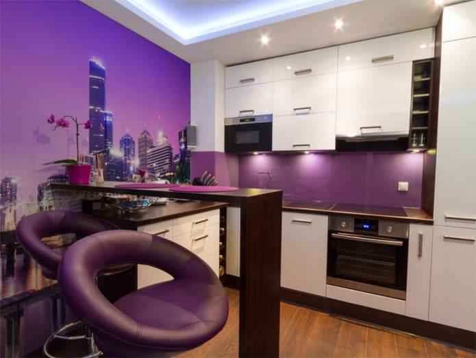 обои в интерьере кухни в фиолетовых тонах