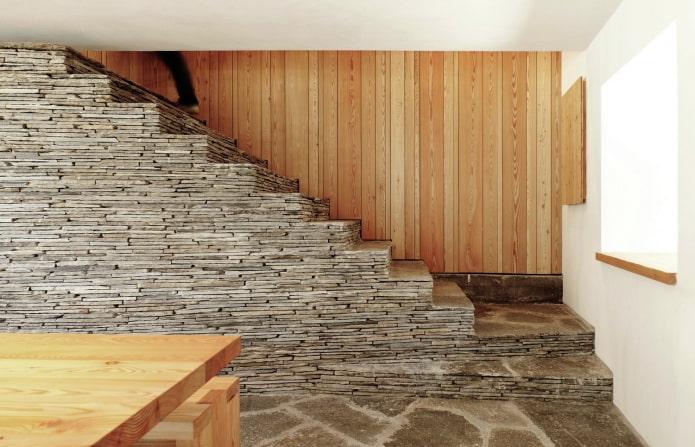 отделка лестницы в интерьере частного дома