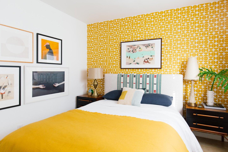 социальная как фотографировать если все стены желтые подушки