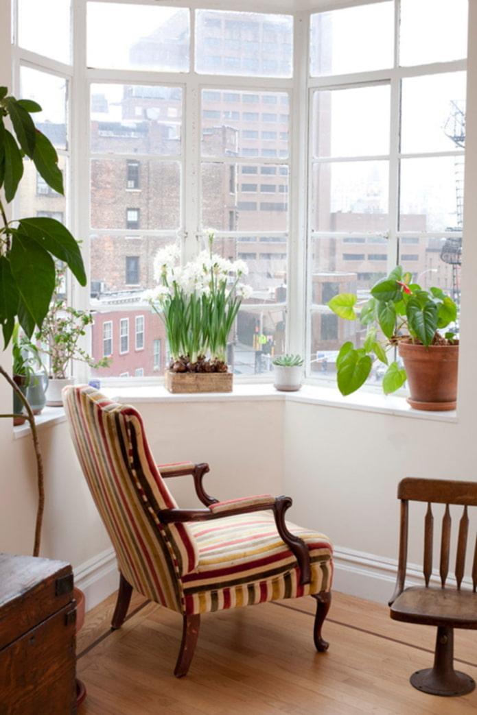 Кресло для отдыха в эркере