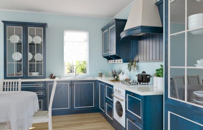интерьер кухни в сине-голубых тонах