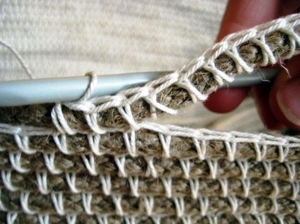 korzina-kryuchkom_5d57facff0334-t_c Корзинка из трикотажной пряжи: вязание крючком своими руками, идеи и мастер класс