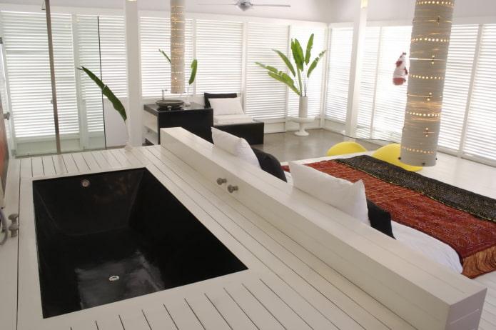 Необычная ванна в полу