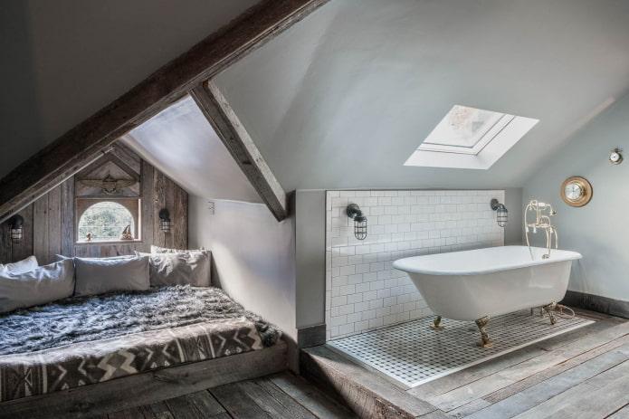 Небольшая спальня с ванной на мансарде