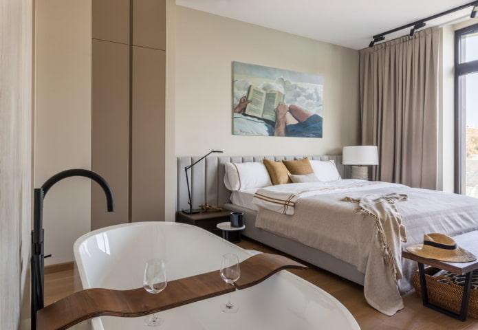 отдельностоящая ванна в спальне