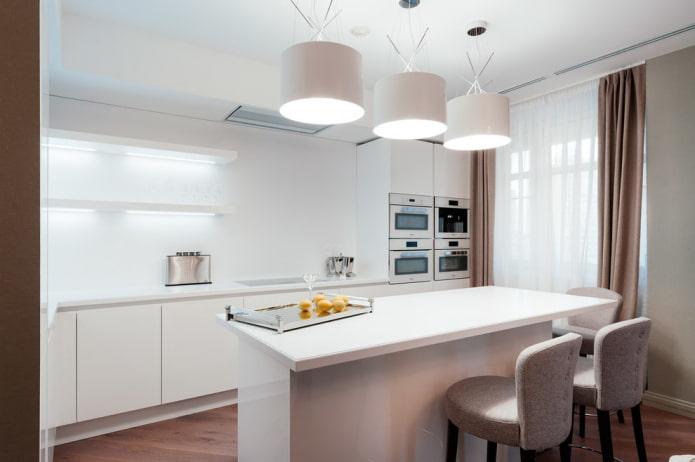 освещение над островом в интерьере кухни