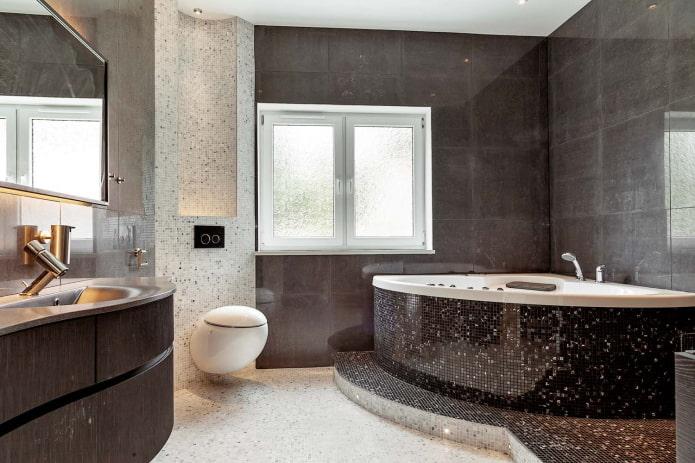 двухместная угловая ванна, отделанной мозаикой