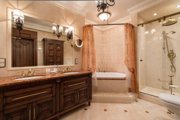 Ванна с душем, защищенная шторами