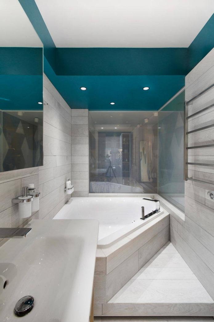 Ванна в узком помещении