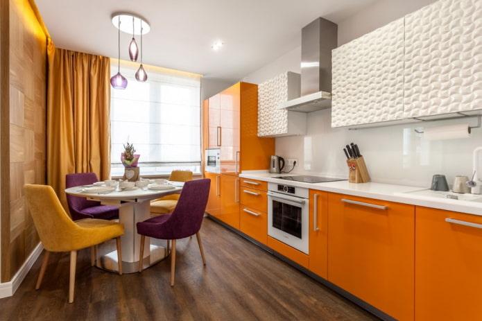 шторы в интерьере кухни в оранжевых тонах