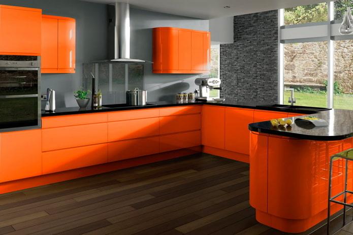 столешница в интерьере кухни в оранжевых тонах