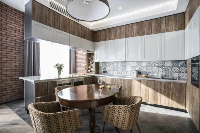 мебель и техника в интерьере кухни в коричневых тонах