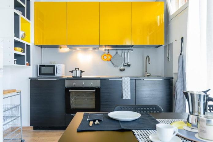 интерьер кухни в черно-желтых тонах