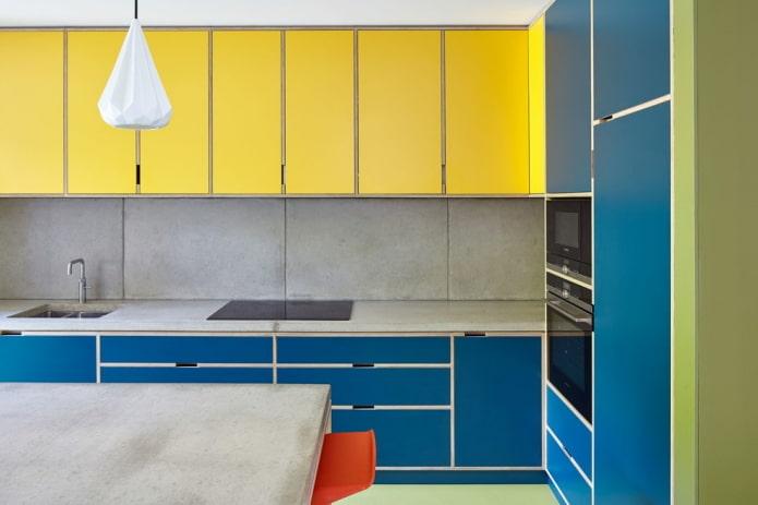 интерьер кухни в желто-синих тонах
