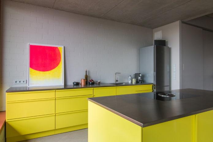 интерьер кухни в желто-серых тонах