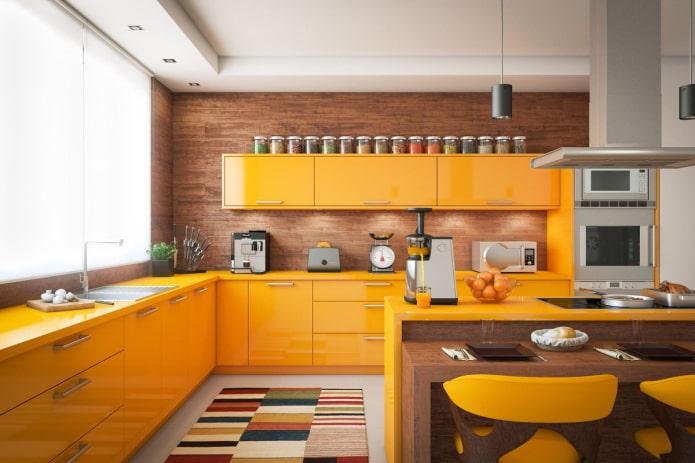 интерьер кухни в желтых тонах