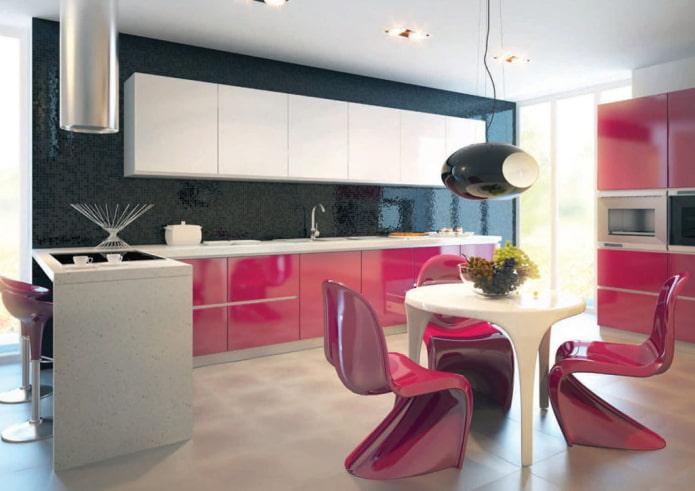мебель и техника в интерьере кухни в розовых тонах