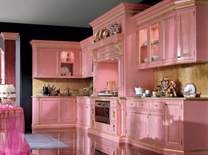 розовый интерьер кухни в классическом стиле