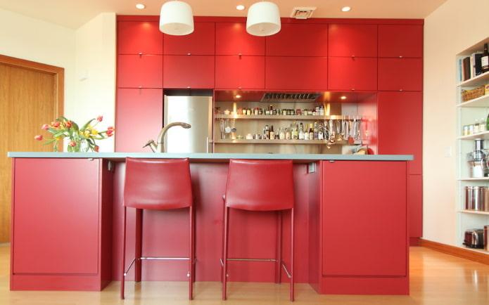 интерьер кухни в красных тонах
