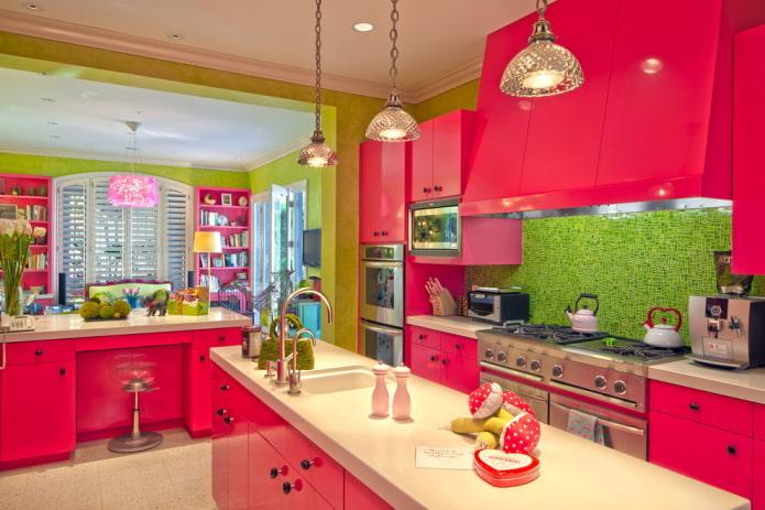 интерьер кухни в красно-зеленых тонах