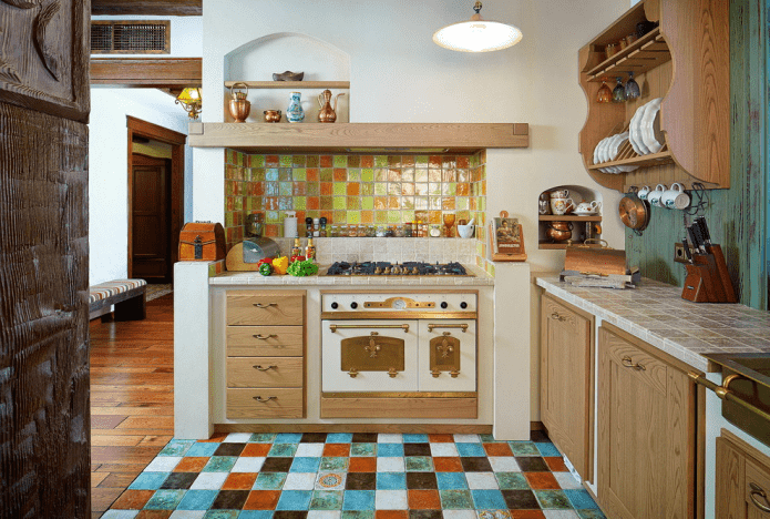малогабаритная кухня в деревенской стилистике кантри