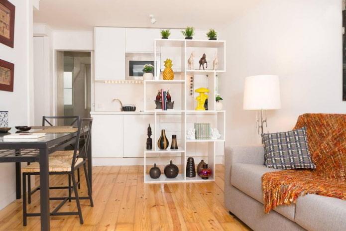 зонирование стеллажом в интерьере кухни-гостиной