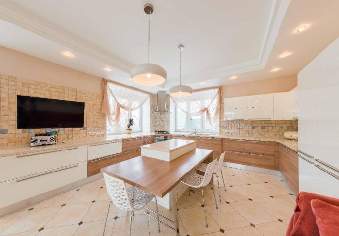 освещение и декор в интерьере кухни в бежевых тонах