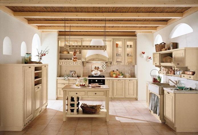 бежевый интерьер кухни в стиле кантри
