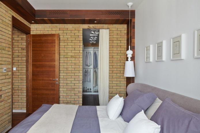 отдельная гардеробная в интерьере спальни