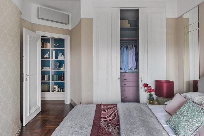 встроенная гардеробная в интерьере спальни