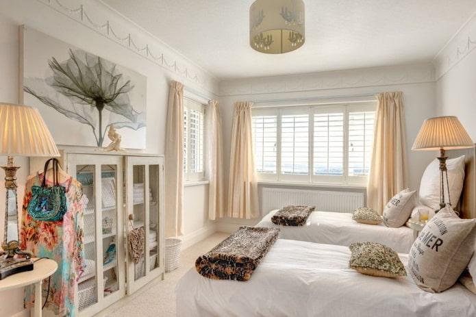 узкая спальня комната в стиле шебби-шик