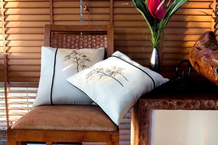 Подушки с японской росписью