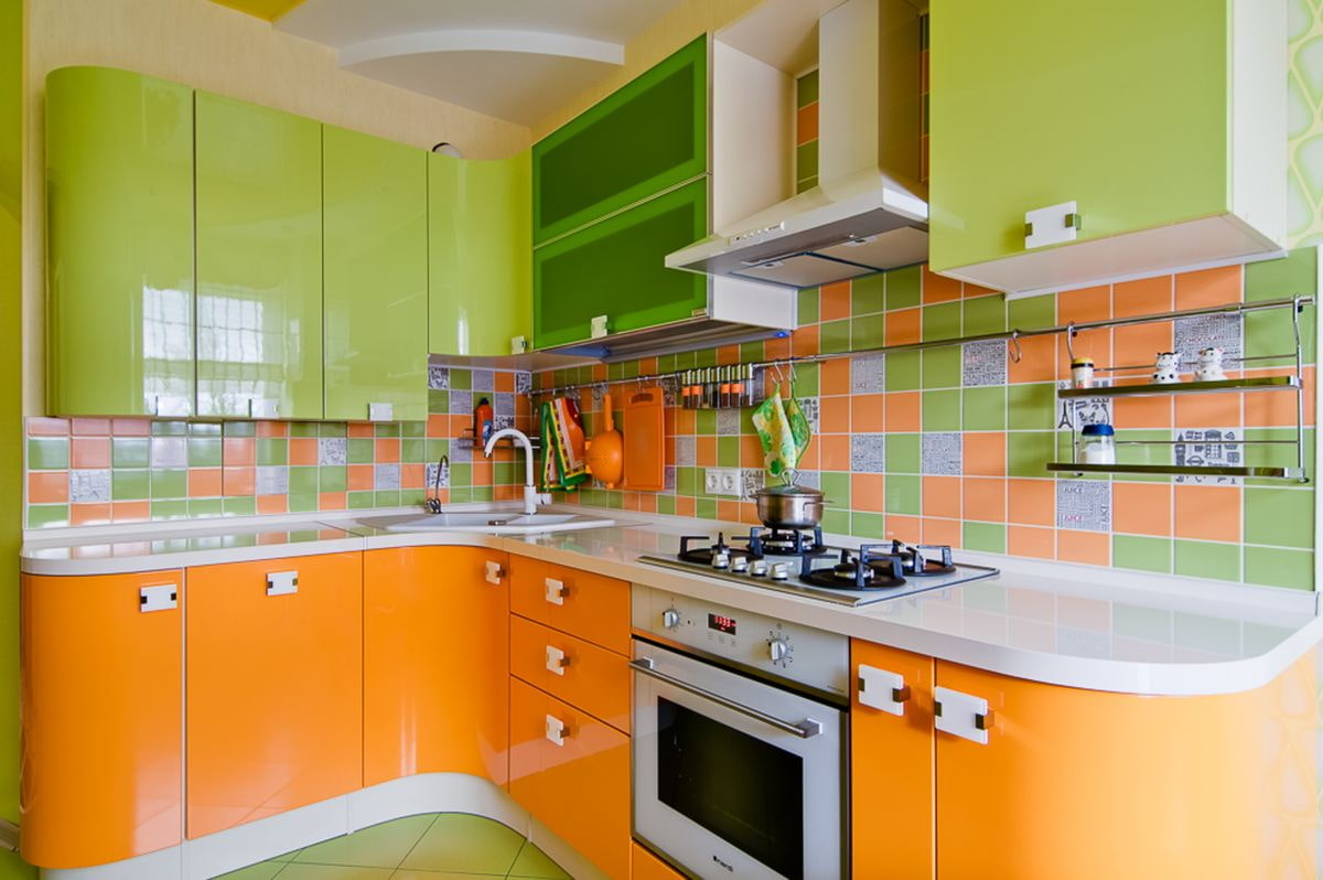 кусочек кухня зеленого и оранжевого цвета фото играл историческую