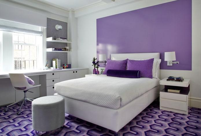 бело-сиреневый интерьер спальни