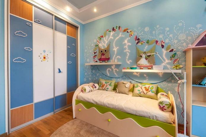 Купейный шкаф в интерьере детской