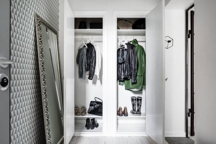 встроенная гардеробная в интерьере коридора