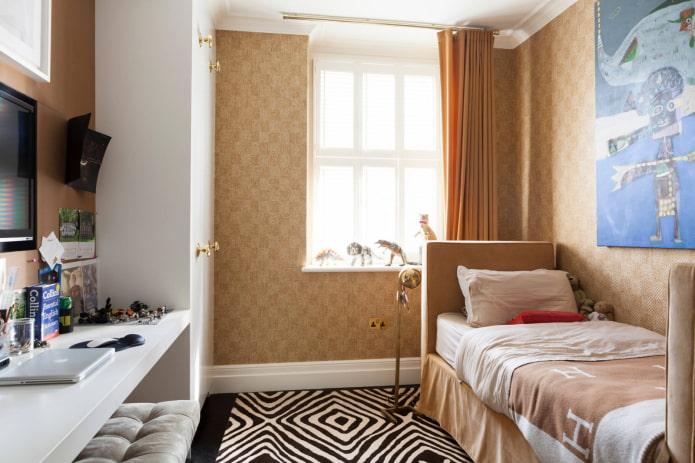 Кровать, шкаф и стол
