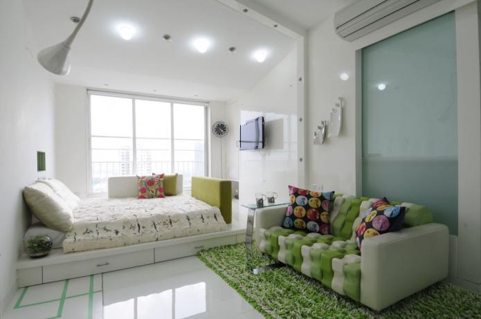 зонирование подиумом в интерьере спальни-гостиной